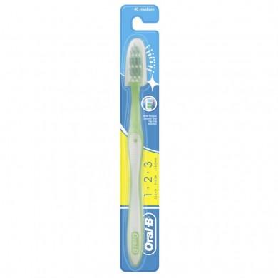 Зуб.щітка ORAL-B 1 2 3 Чистота свіжість навіть між зубів 40 середня 1шт